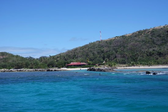 Tavewa Island, Fiji: View from the boat