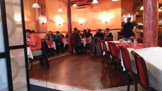 Saint-Pierre: restaurant interior