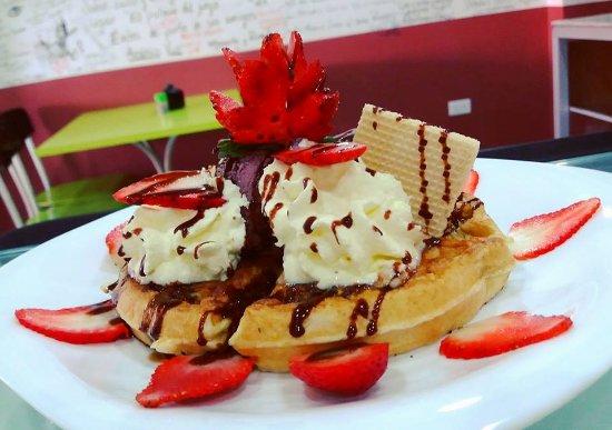 El Palacio Del Jugo: Waffle Frutilla , las mas deliciosas Waffles de Quito ( Juice Bar ) Jugos