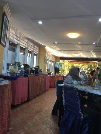 Kharisma Hotel: Breakfast