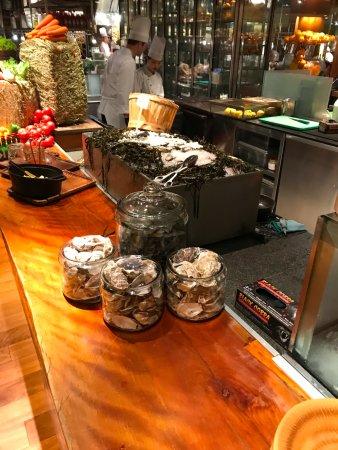 Mezza9: fresh oysters
