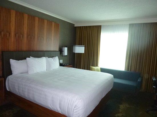 Hyatt Regency Calgary : Nice clean large room, tv was min 60 inches.