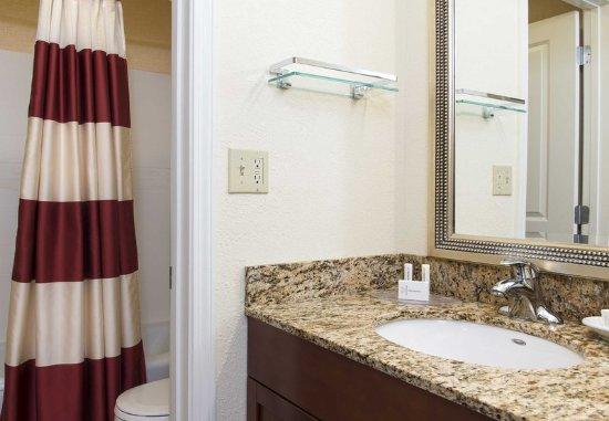 Deerfield, IL: Suite Bathroom