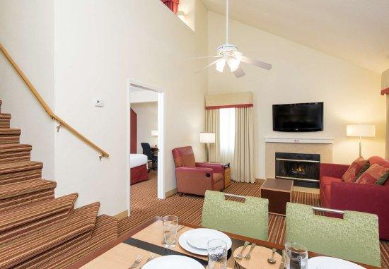 Deerfield, IL: Two-Bedroom Suite