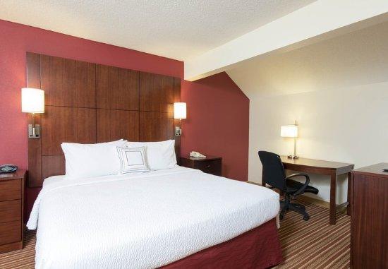 Deerfield, IL: Two-Bedroom Suite Master Bedroom