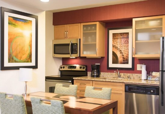 Deerfield, IL: Studio Suite Kitchen