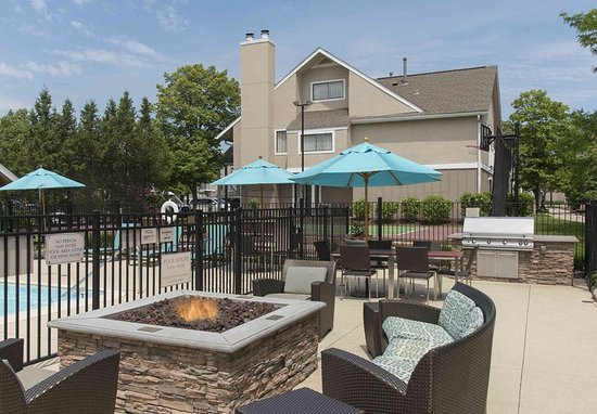 Deerfield, IL: Outdoor Patio