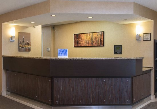 Deerfield, IL: Front Desk