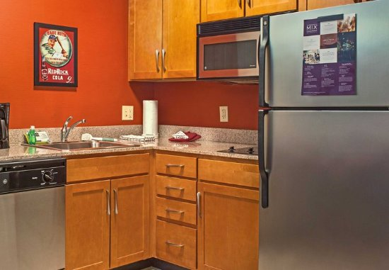 Aberdeen, MD: Fully-Equipped Kitchen