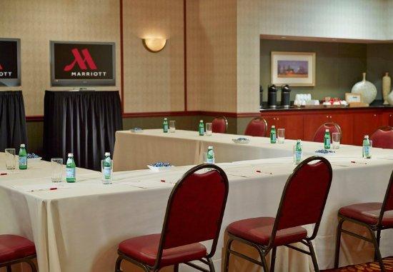 Round Rock, TX: Meeting Room – U-Shape Setup