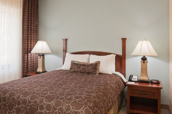 Staybridge Suites Lafayette-Airport : Our inviting comfortable beds!