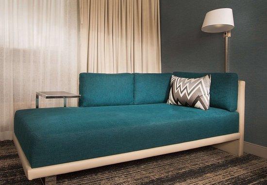 Burlington, MA: King Guest Room - Chaise Lounge