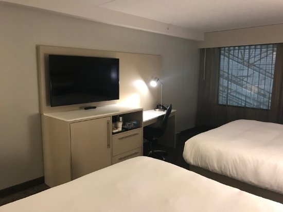 Normal, IL: Guest Room
