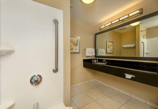 Cleveland, TN: Guest Bathroom