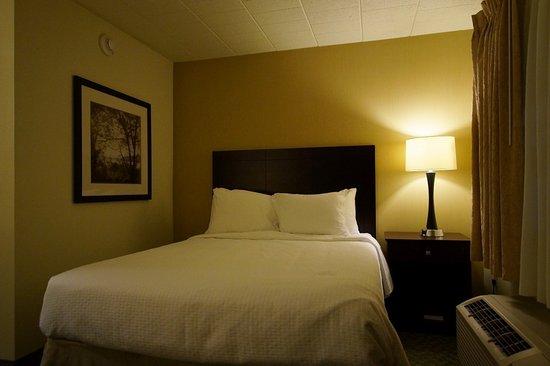 Danville, PA: Queen size bed