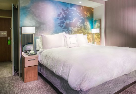 Largo, MD: King Guest Room