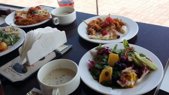 Goseong-gun, Coréia do Sul: 野菜や果物も豊富でおいしいお料理を海のすぐ横で楽しめる