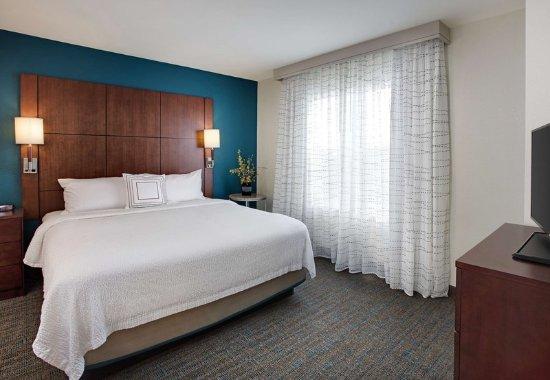 Bedford Park, IL: Corner One-Bedroom Suite Sleeping Area