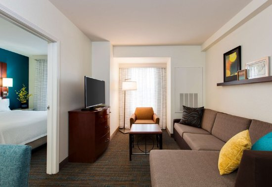 Bedford Park, IL: One-Bedroom Suite