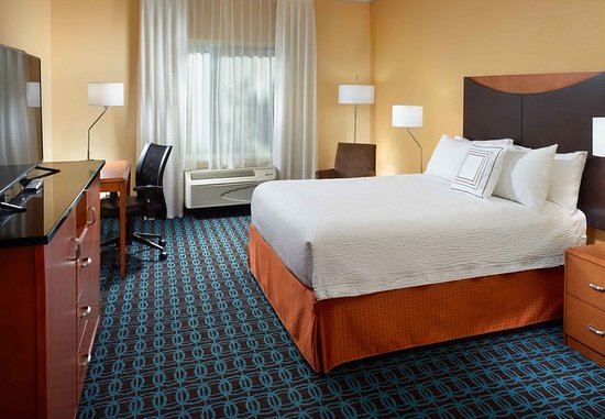 Clarksville, TN: Queen Accessible Guest Room