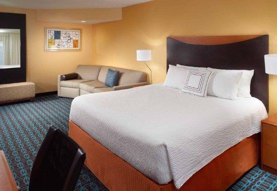 Clarksville, TN: Deluxe King Guest Room