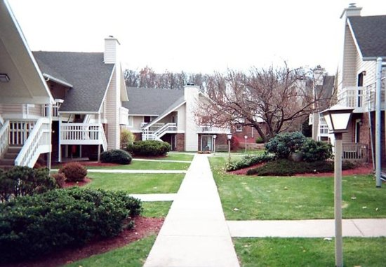 Windsor, CT: Landscaped Grounds