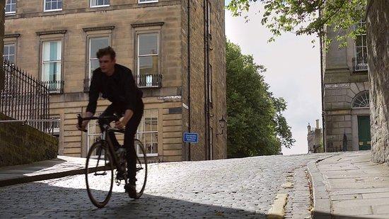Nira Caledonia : Cyclist