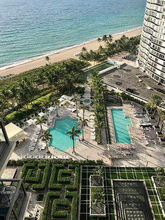 The St. Regis Bal Harbour Resort: photo1.jpg