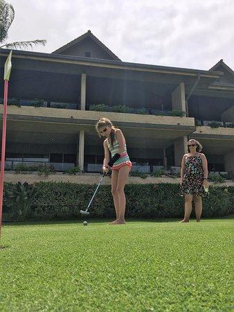 Napili Kai Beach Resort: Putting green.