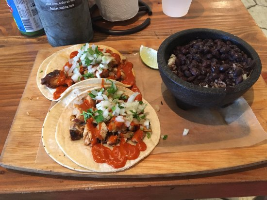 Bethesda, MD: Chicken Tinga Tacos