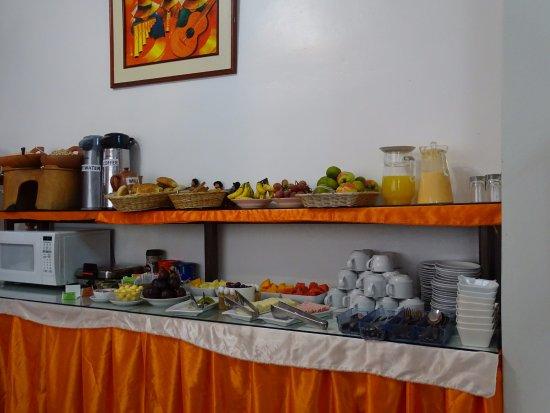 Suites Antonio´s: Buffet breakfast