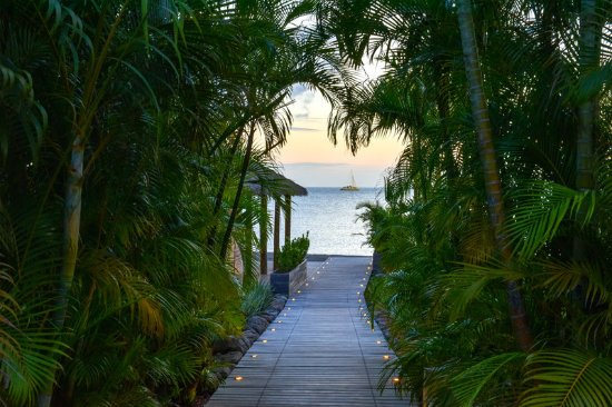 Nevis: Walkway to the private Beach
