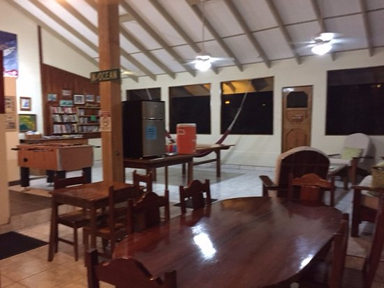 Pavones, Costa Rica: club room and dining area