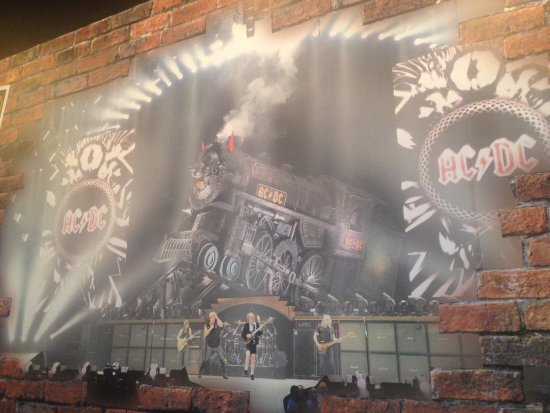 Kennesaw, Georgien: ACDC mural with locomotive.