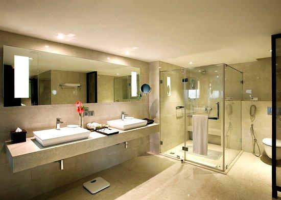 Executive Suite Bathroom Picture Of The Lalit New Delhi New Delhi Tripadvisor