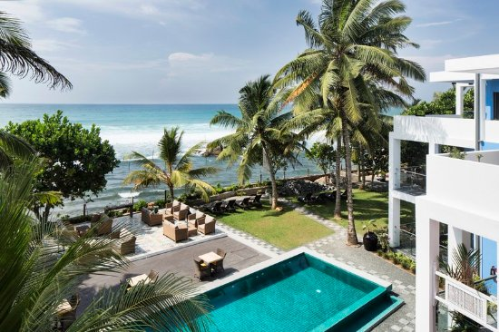 Talpe, ศรีลังกา: A luxury hotel that sits at the water's edge