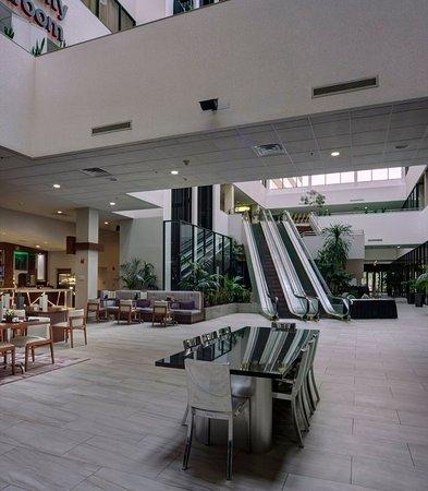 East Lansing, Мичиган: Lobby Entrance