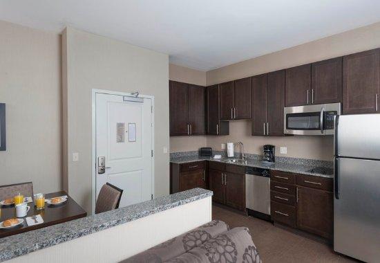 Orangeburg, NY: Executive One-Bedroom Suite - Kitchen