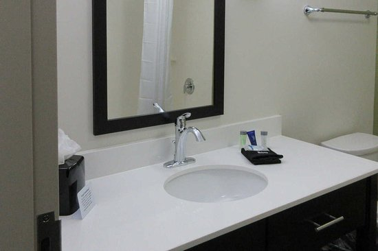 Columbia, TN: Bathroom