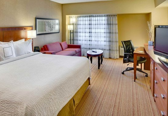 Shelton, CT: King Guest Room