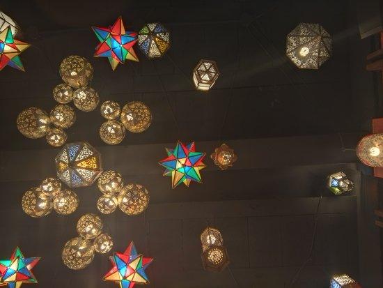 Lubnan: Iluminación primer salón