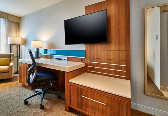 Dartmouth, Canada: King Guest Room - Work Desk
