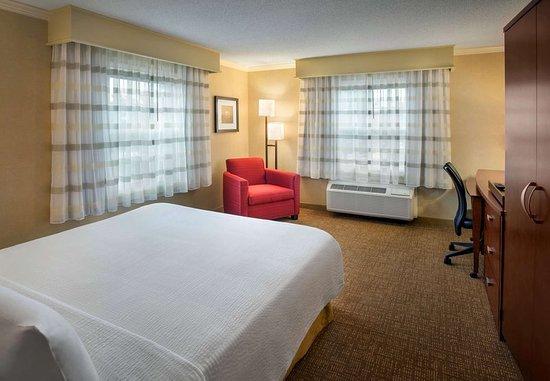 Woburn, MA: Queen Guest Room