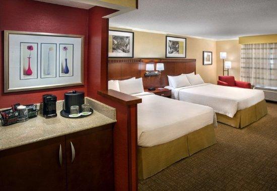 Woburn, MA: Queen/Queen Guest Room