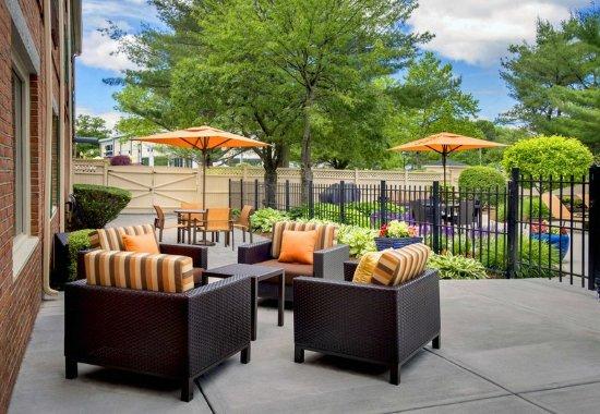 Woburn, MA: Outdoor Terrace