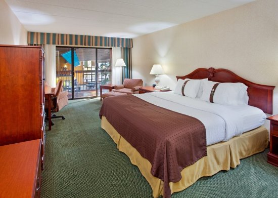 Eureka, MO: King bed with  a view to our Indoor Swimming Pool