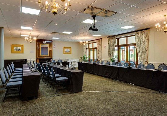 Protea Hotel by Marriott King George: Charlotte Room – Conference Setup