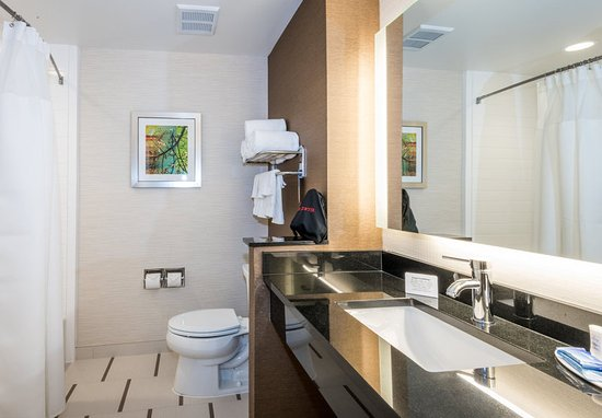 Enterprise, AL: Guest Bathroom