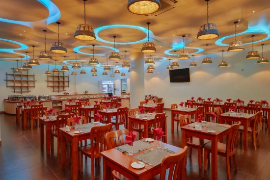 Thulusdhoo Island: Aveli Restaurant & Grill offers an extensive menu of dishes with local produce