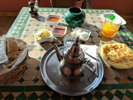 Riad Etoile d'Essaouira: Breakfast is served